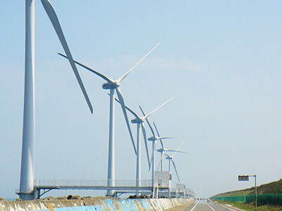 Evening jogs by the Ibarago wind farms inspire a summer science project